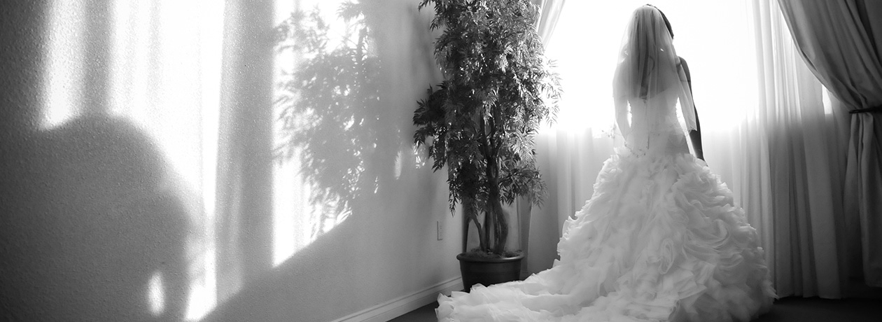 Bride wedding photo in bridal suite